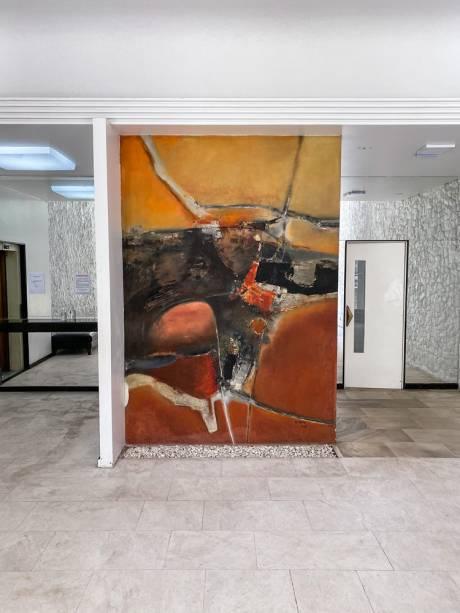 Painel de Danilo Di Prete no saguão do Queen Mary: artistas nos empreendimentos