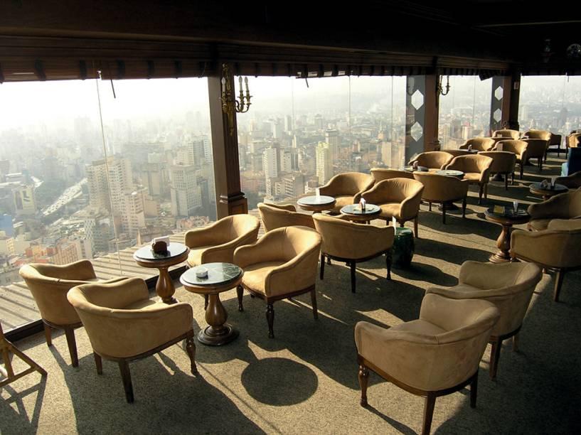 Galeria vazia, carpete no bar e térreo vítima de penduricalhos: joia modernista pede uma recauchutagem à altura