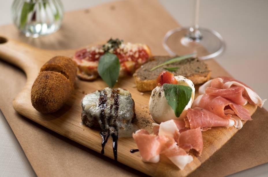 Seleção de antepastos preparados pelo chef do Sughetto