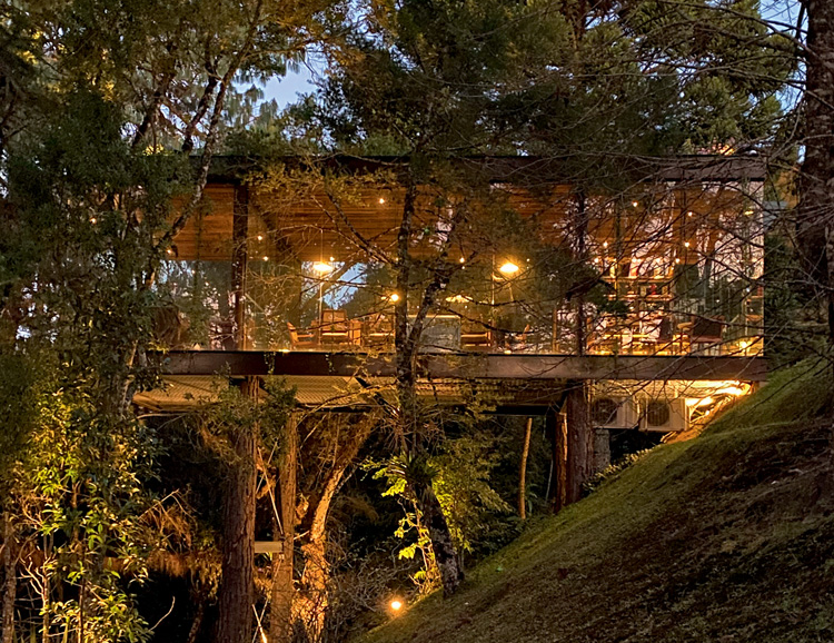 Charutaria e restaurante modernos em meio à natureza: reserva de charme