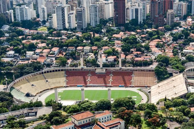 Antiga Febem, hoje sem uso, na frente do Estádio do Pacaembu.
