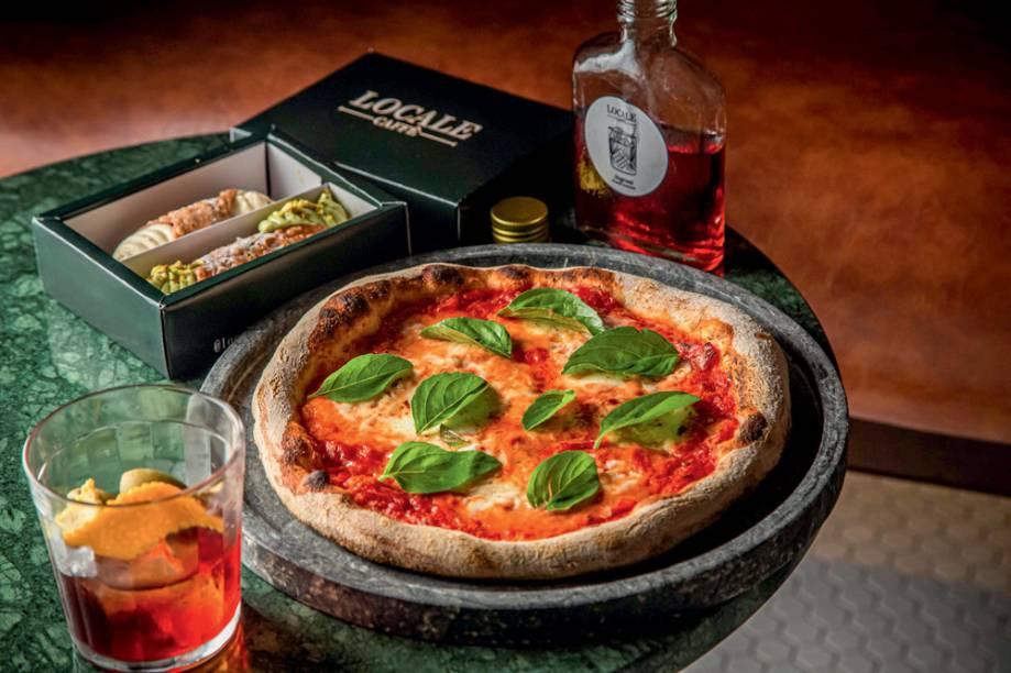 Pizza da casa: acompanhamentos como negroni e cannoli