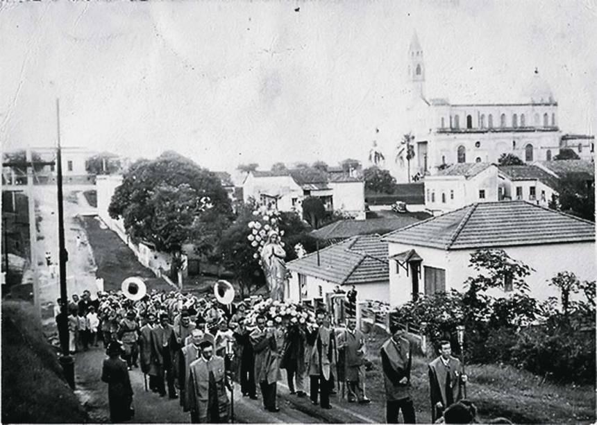 Procissão da Festa da Padroeira: Rua Coronel Tristão, em 1945