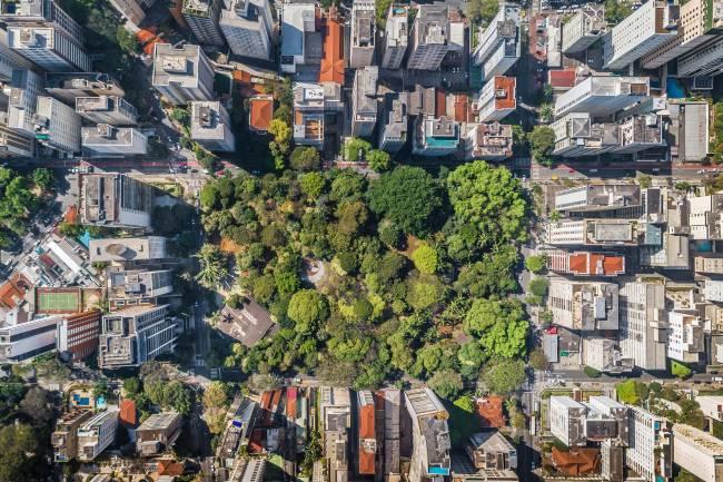 Buenos Aires, em Higienópolis: raro espaço verde cercado de prédios e em um distrito populoso, com uso dia e noite