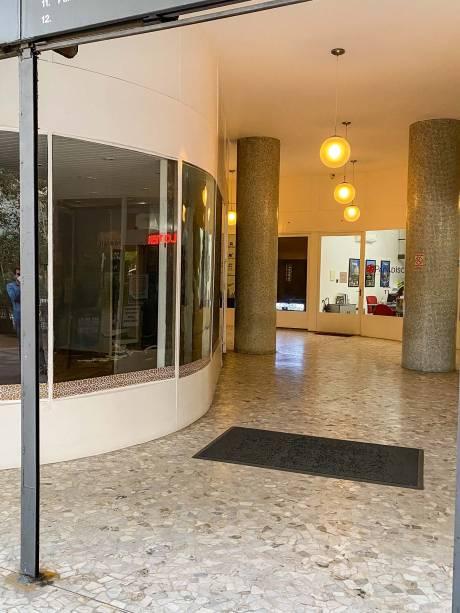 Urbanismo inteligente: só a parte alta do prédio é recuada; no térreo, na altura da calçada, lojas, galeria e passagem entre as ruas Araújo e Marquês de Itu