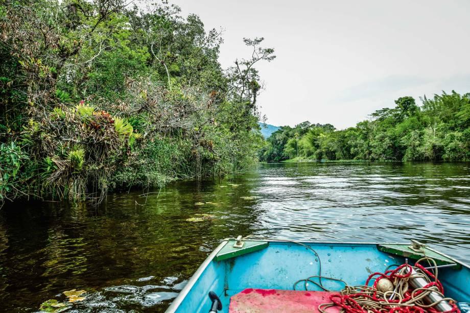Barcos nos rios de Itanhaém: passeio por 500 reais