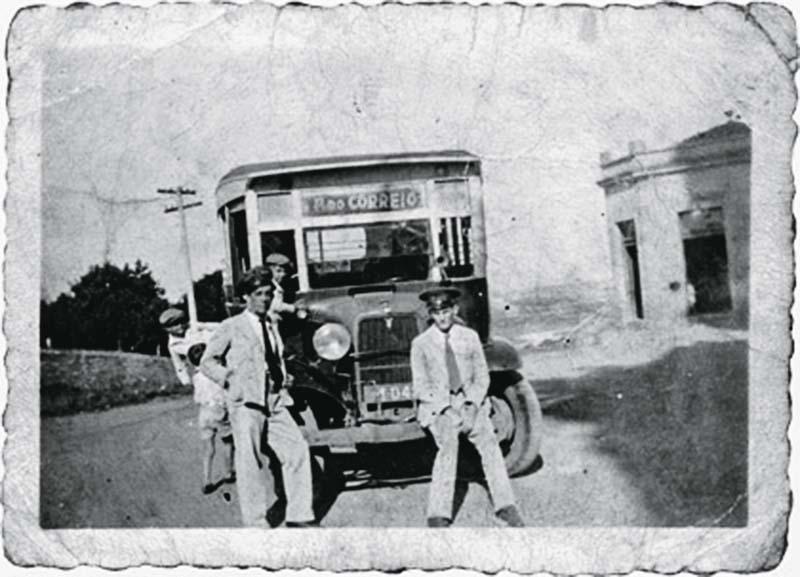 Linha de ônibus: do Largo da Matriz até a Praça do Correio, na década de 30