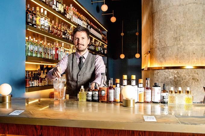 Bartender Felipe Rara – Fel