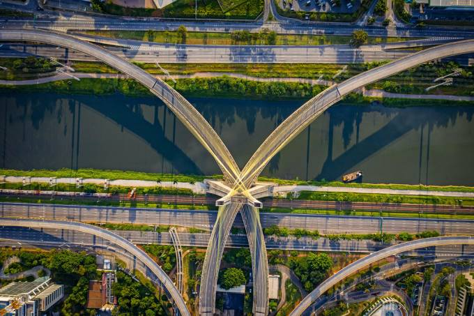 ponte estaiada vazia