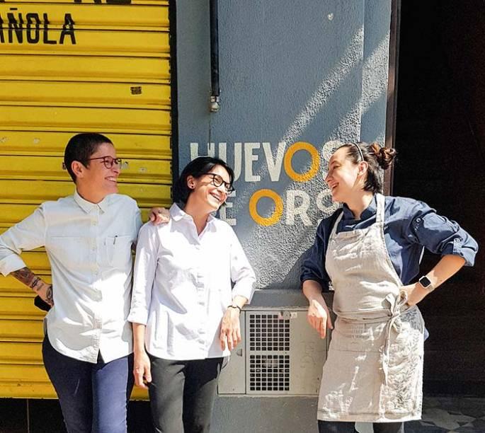 Daniela Bravin e Cassia Campos noatendimento e menu Ligia Karasawa: nova cara no bar