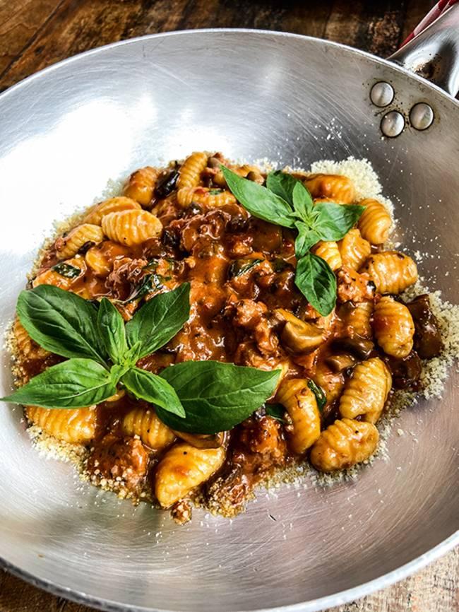 Ninetto - ragu de linguiça e cogumelo