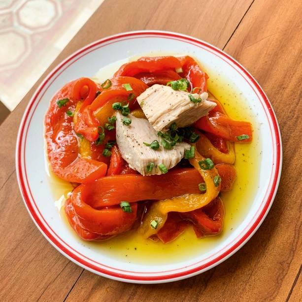 Piperrada com atum: com pimentões em conserva com azeite