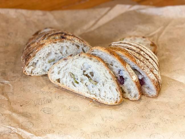 Zestzing Padaria Artesanal - pão campanha azeitonas