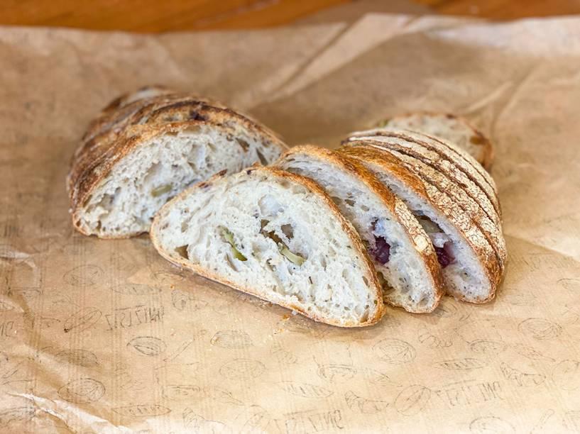 Pão rústico: feito com azeitonas verde e preta