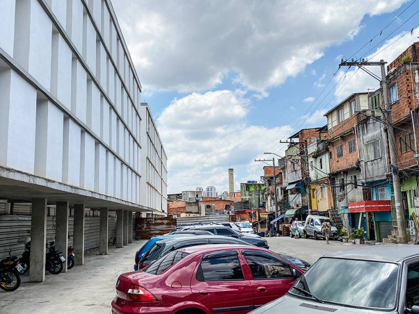 O contraste dos prédios novos com a antiga favela: obra iniciada em 2011