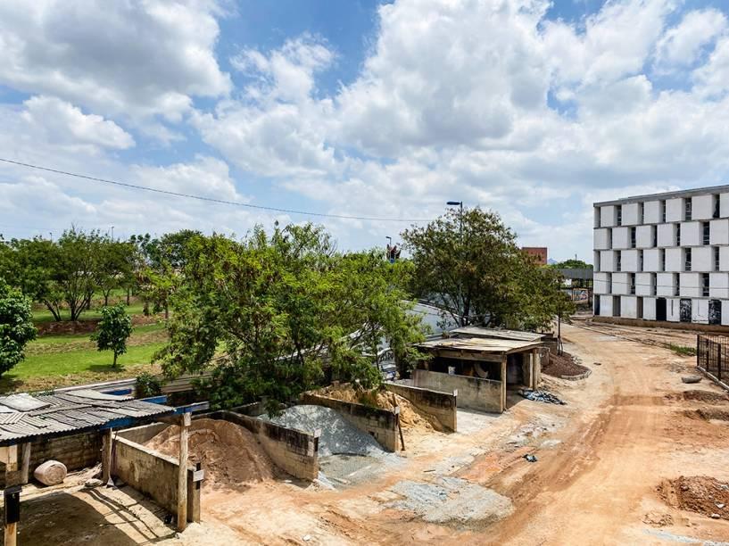 Canteiro de obras: conjunto habitacional em construção desde 2011