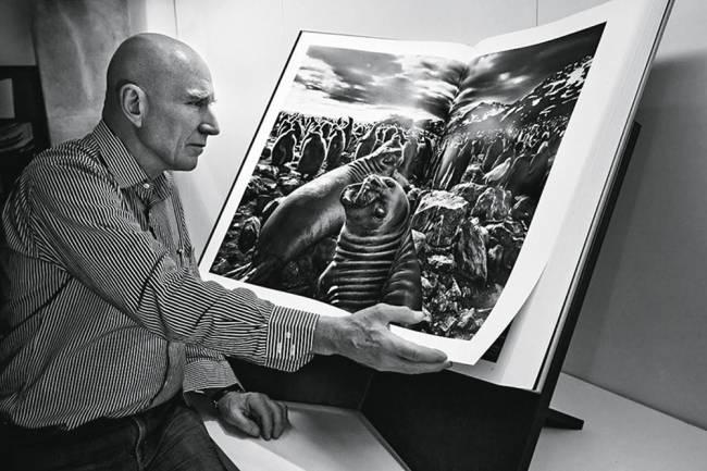 Sebastião Salgado e a edição de luxo de seu livro: tiragens limitadas também povoam a loja