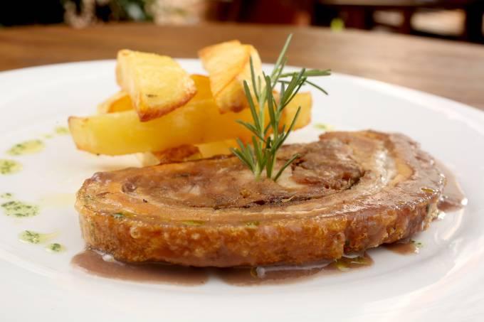 Sabella – Porchetta assada com acompanhamento de batatas