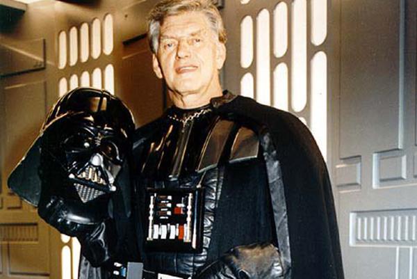 David Prowse, que deu vida a 'Darth Vader', morre aos 85 anos | VEJA SÃO  PAULO