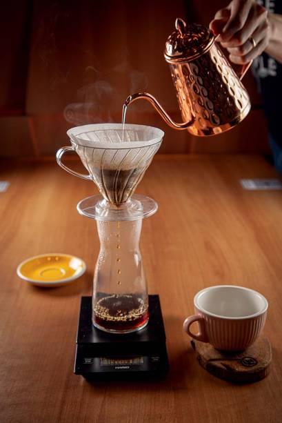 O café coado naHario V60 é umadas opções da casa