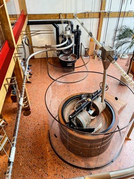 Melanger: máquina de preparo da massa de chocolate a partir de nibs de cacau