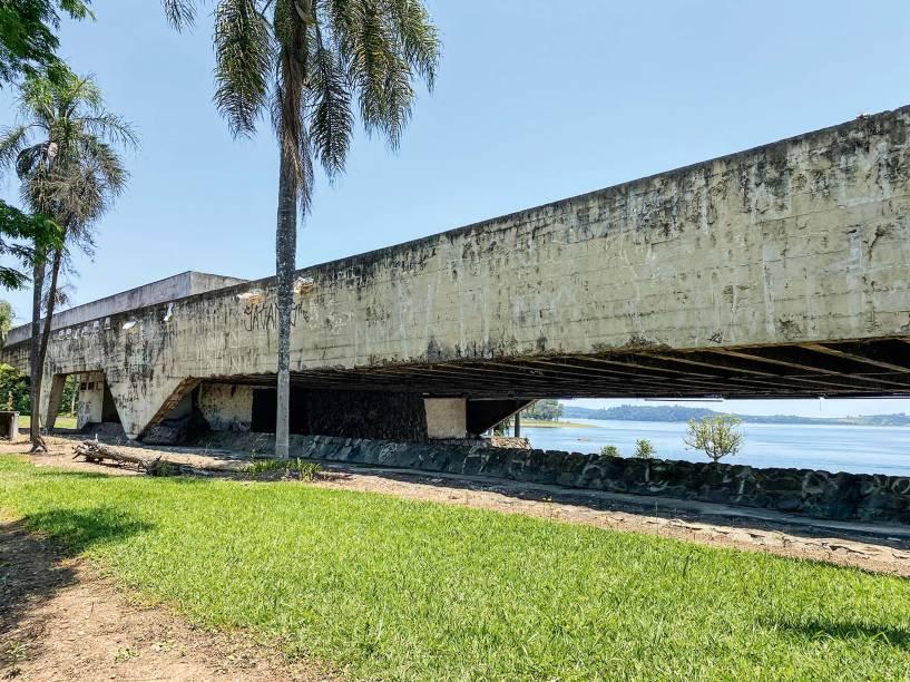 Tombada em 2002, a antiga garagem de barcos está sem uso há trinta anos