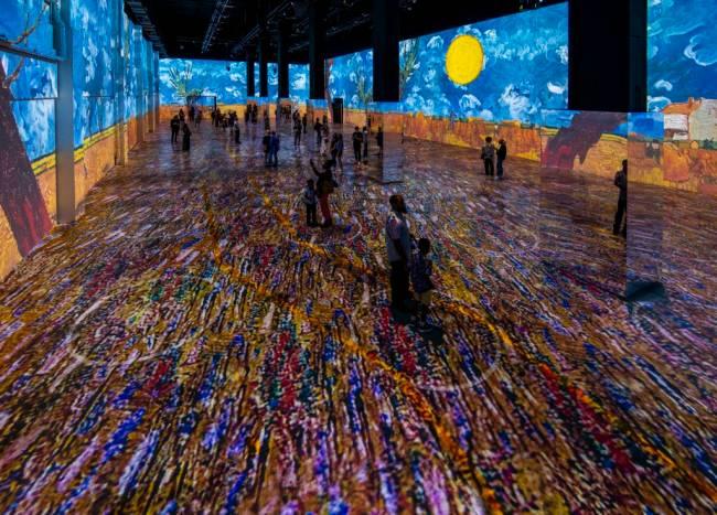 Immersive Van Gogh Exhibit Chicago