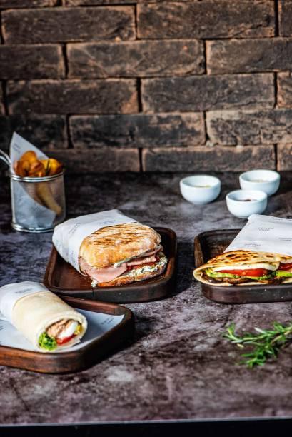 Tramezzino de atum, piadine de abobrinha, panini de mortadela com queijo de cabra e batata frita