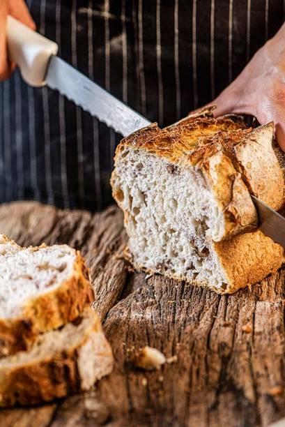 Pão de fôrma com nozes: de interior úmido e casquinha crocante, é vendido inteiro para fatiar