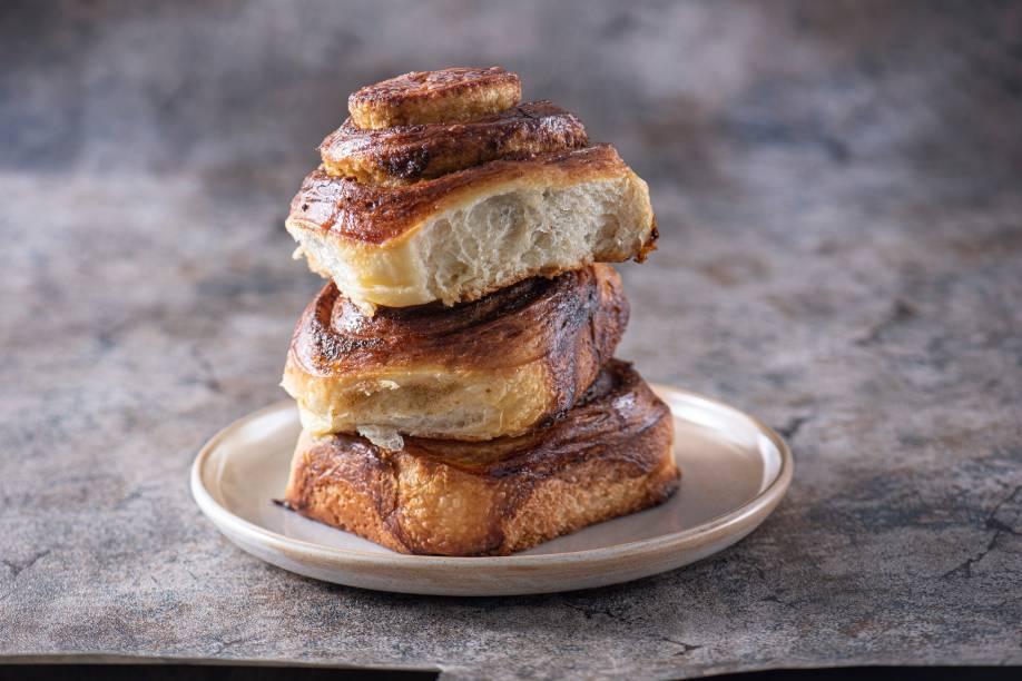 Cinnamon rolls: a massa fofinha com especiarias é enrolada e glaceada