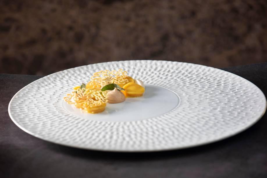 Tortelli de abóboraassada:  com queijo grana padano aomolho da própria hortaliça