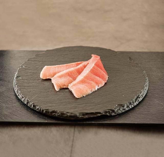 Sashimi de toro: atum gordo fatiado