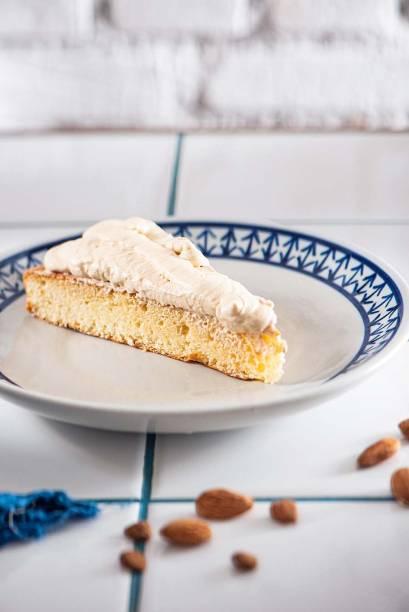 Torta amaretto: bolo feito com castanha de damasco