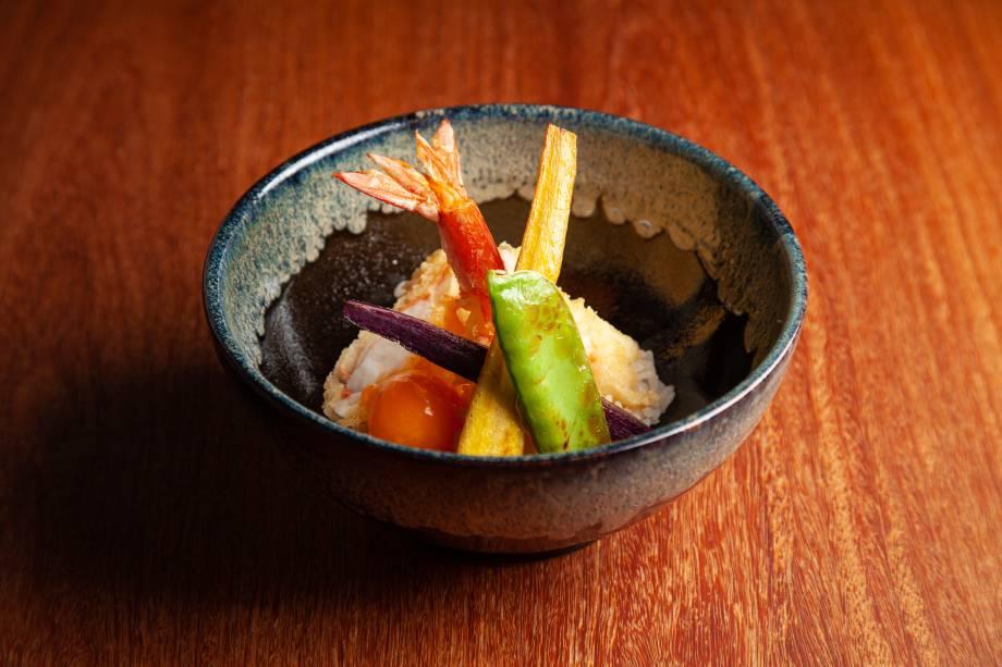 Tempurá de camarãosobre arroz