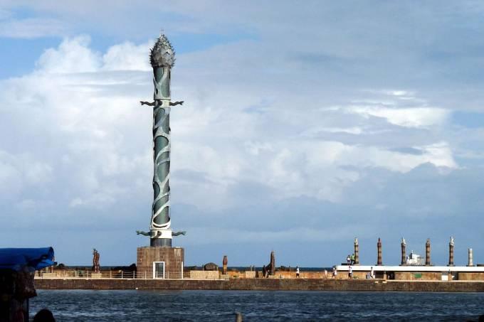 1024px-Torre_de_Cristal_-_Recife-PE(2)