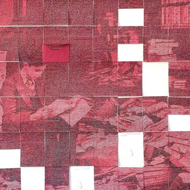 Processo de produção Em Meio Às Ruínas, A Reconstrução (Reconstruir Não É Esquecer, É Lembrar): obra de 2019 feita Letras em máquina de escrever sobre papel algodão