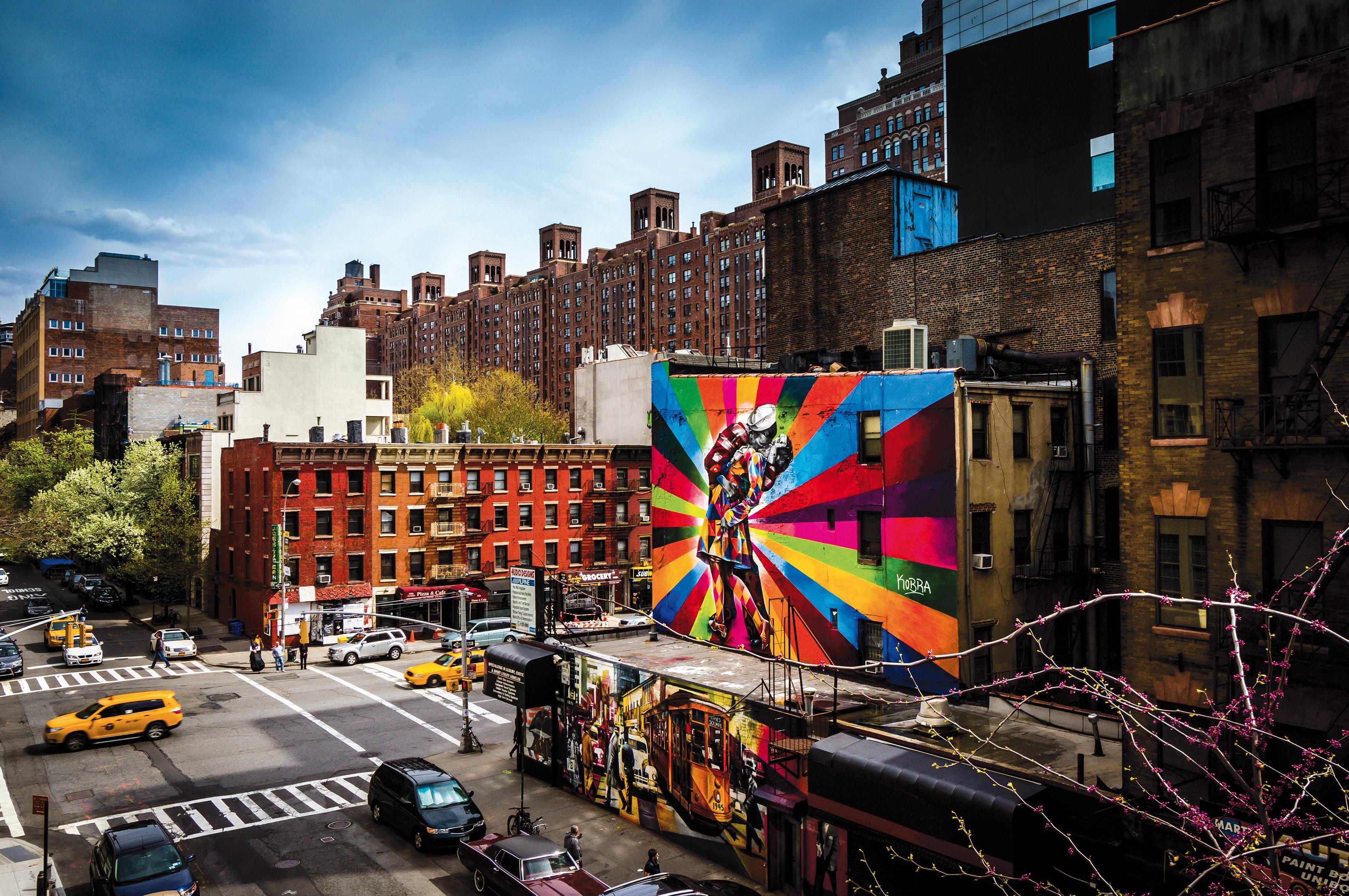 High Line Park, parque suspenso de Nova York, tem vista para o mural O Beijo, criado em 2012 por Kobra.
