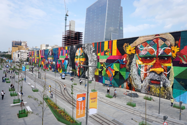 Mural Todos Somos Um, com 3 mil metros quadrados, retrata diversidade de etnias nas paredes de um antigo armazém na região da Zona Portuária, do Rio de Janeiro.