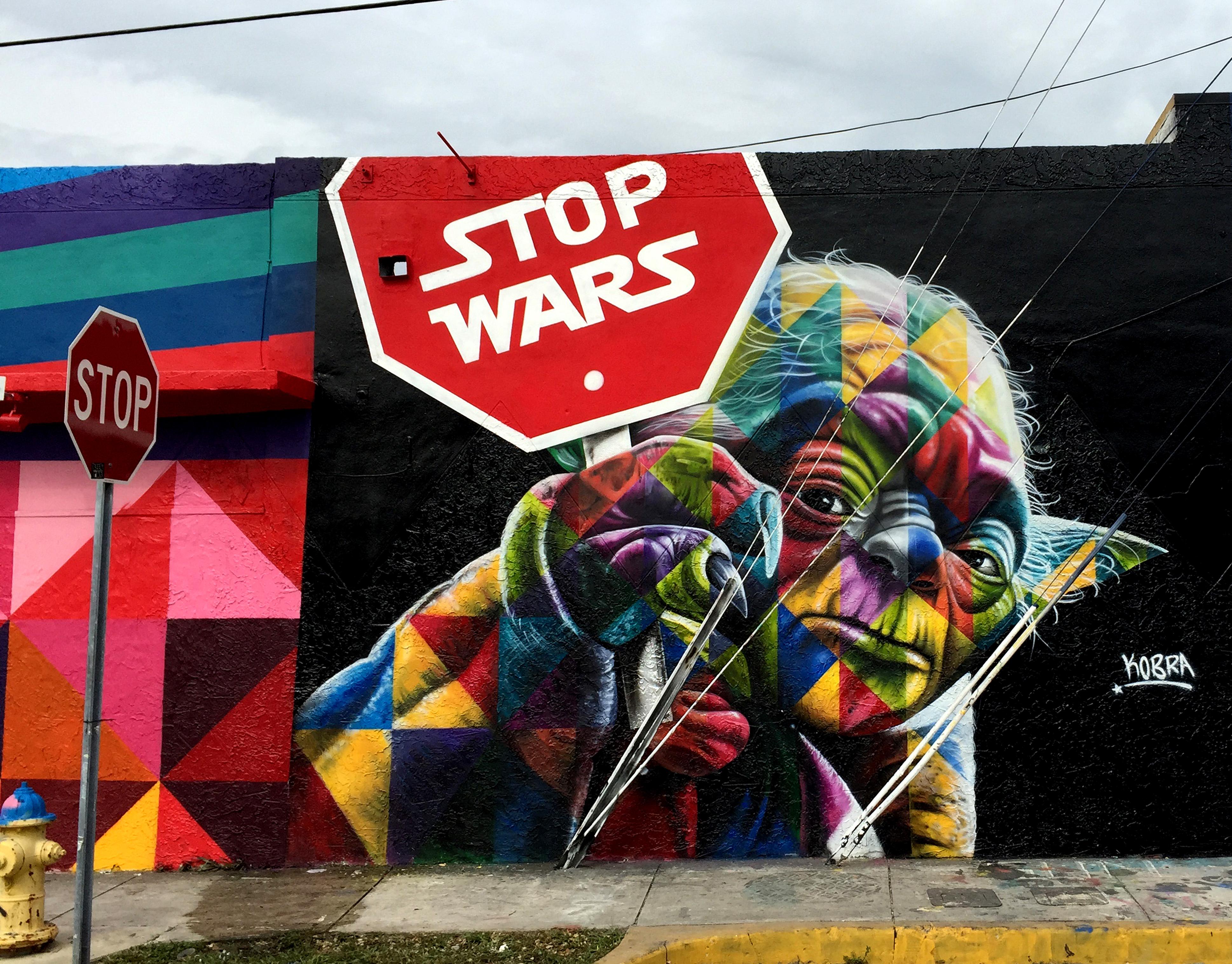 Painel de Kobra em Miami inspirado em personagem Yoda, de Star Wars, feito em 2015 no distrito de Wynwood.