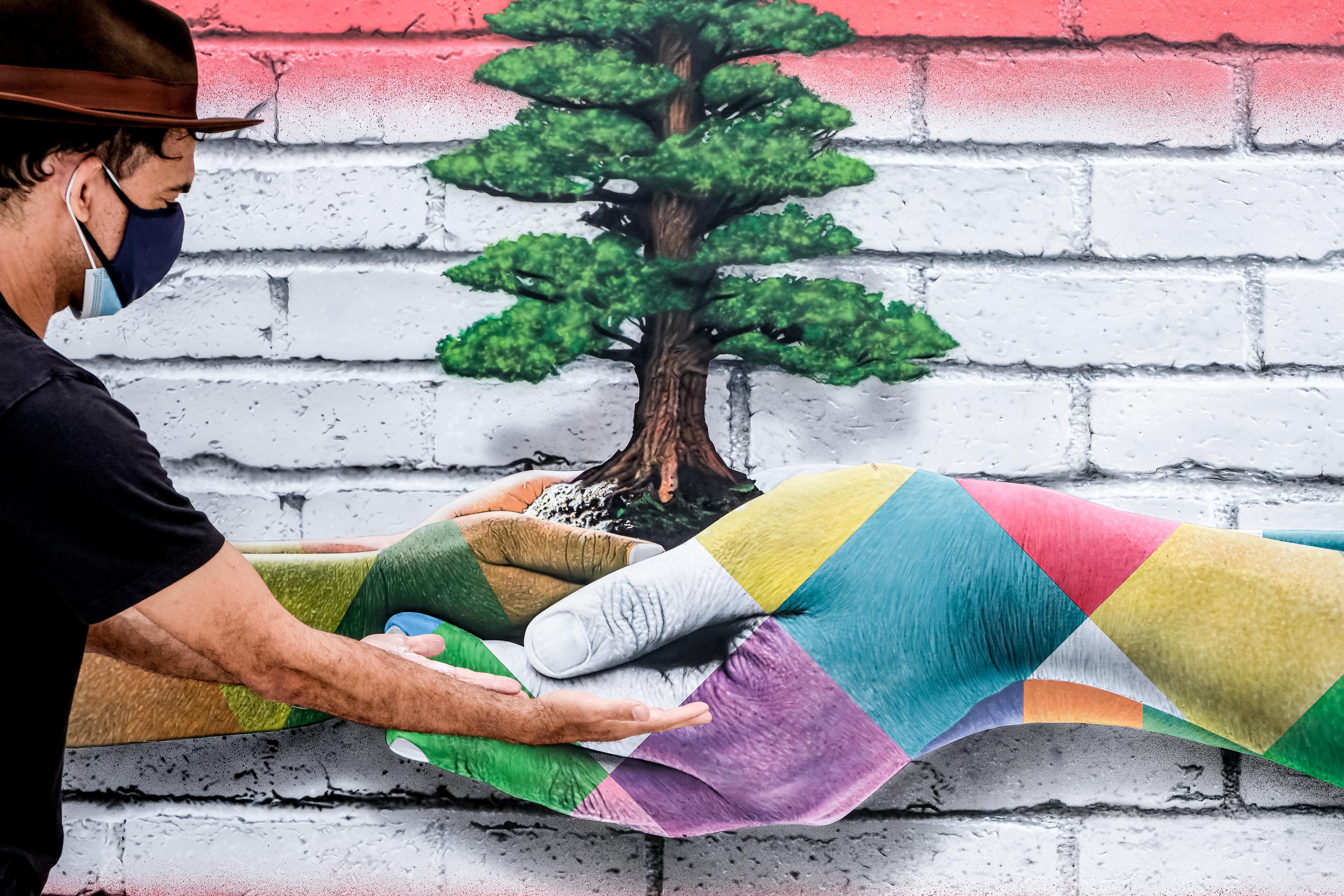 Painel em homenagem ao Líbano: mural que seria produzido no país precisou ser adiado