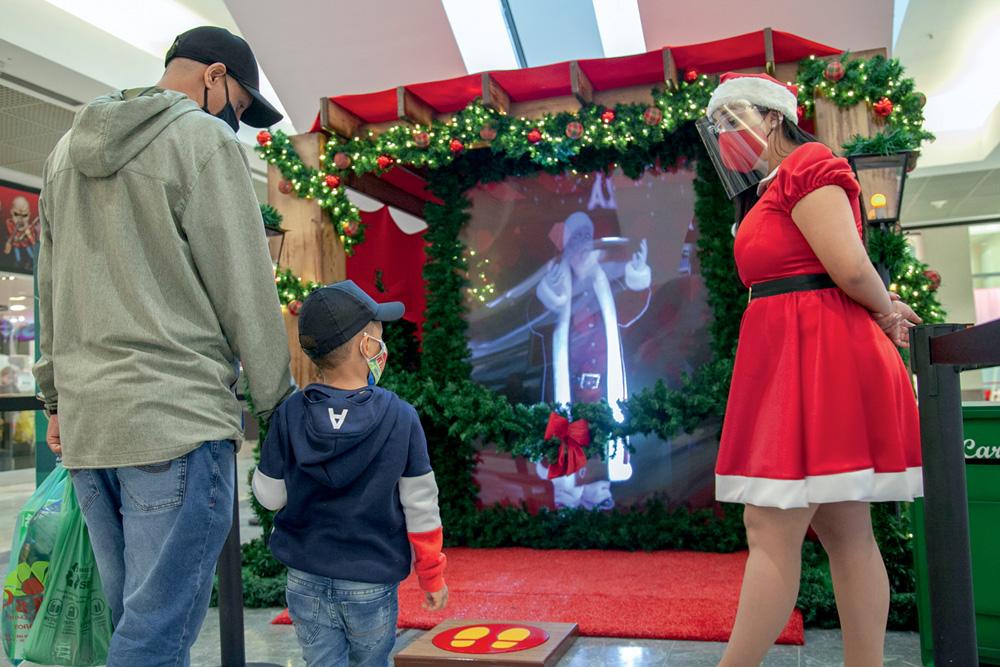 Versão holográfica: quem pisar na plataforma do Shopping Penha receberá uma mensagem motivacional do bom velhinho
