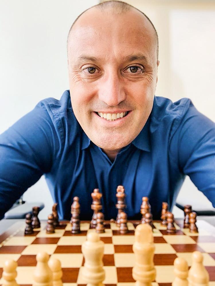 """Clínica de Eduardo Rocha: xadrez é a """"ginástica do cérebro"""""""
