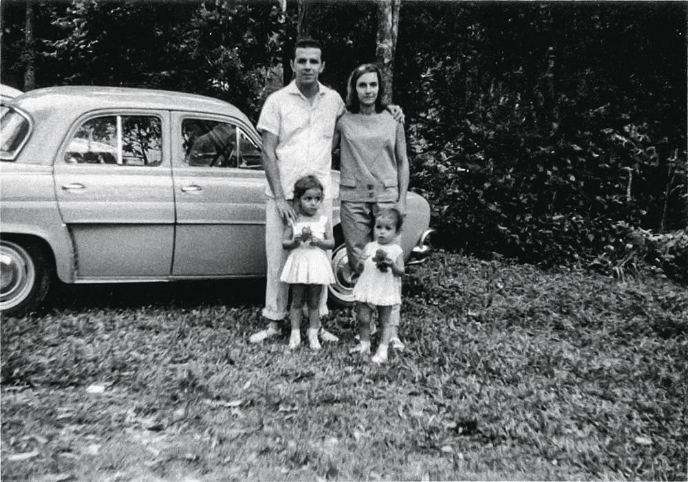 Passeio nainfância: clã comBeatriz (à esq.),sua irmã Márcia,o pai, José, e a mãe,Glauce, todosentusiastas dacultura brasileira