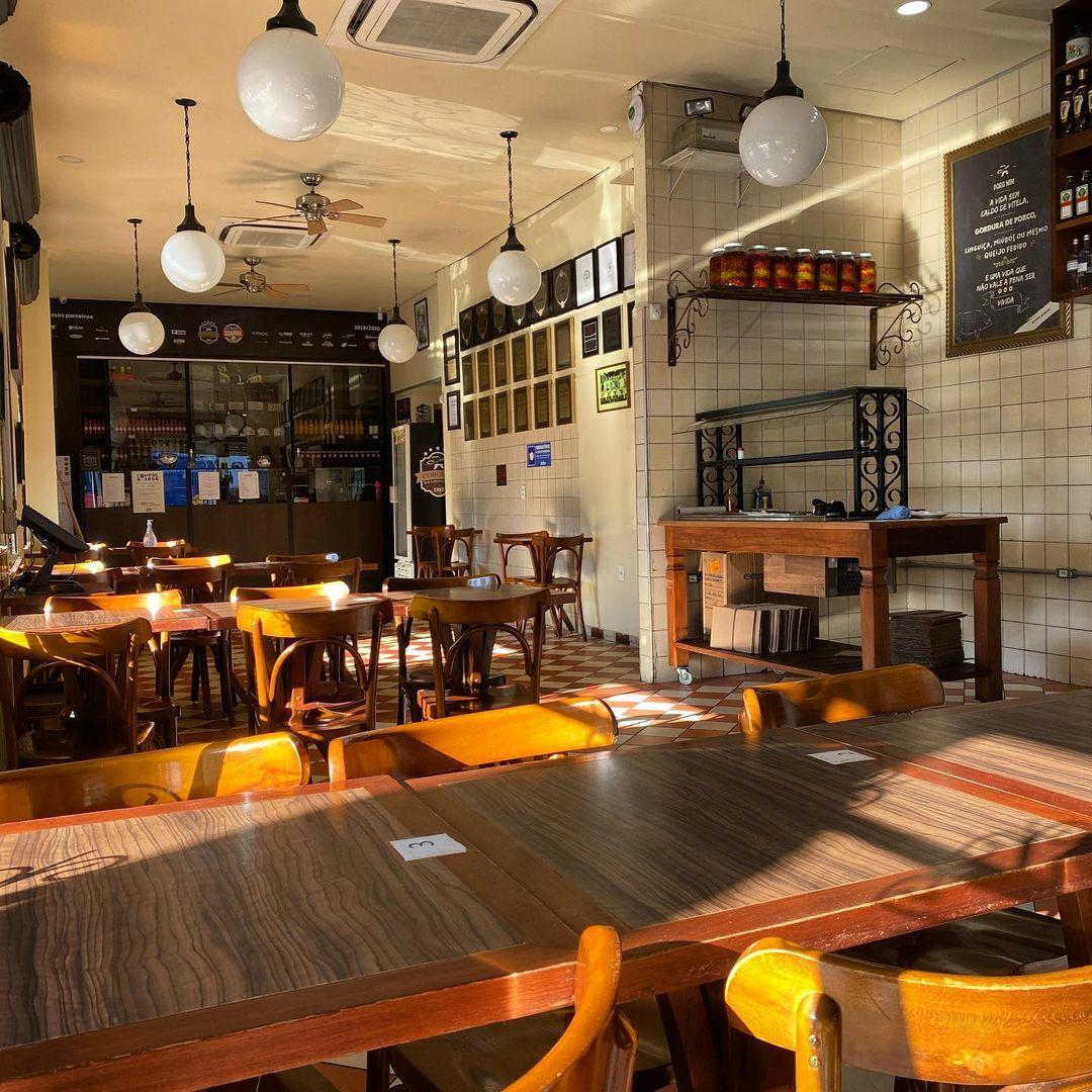 Ambiente do Bar Coronel, no interior: famoso pelo chope