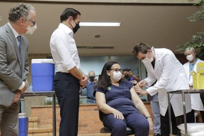 Vacinação começa no interior de São Paulo