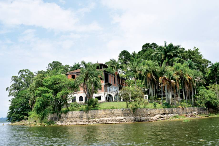 Riviera: casa e barcos abandonados