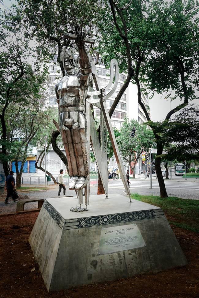 Tebas (2020): escultura de Lumumba Afroindígena