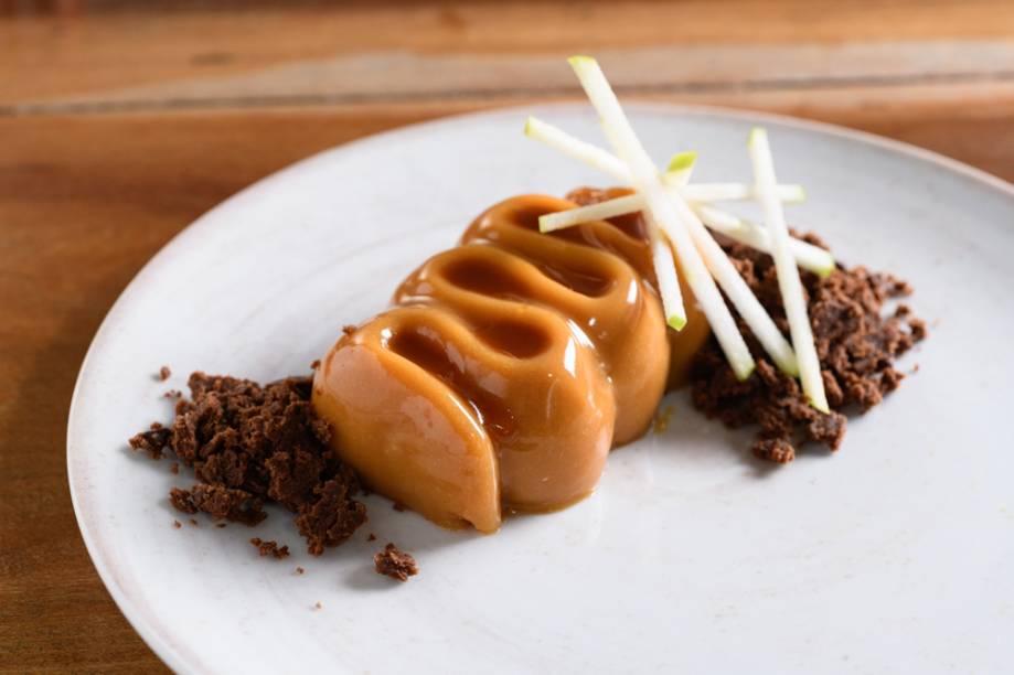 Panacota de caramelo: com recheio de compota de maçã e pitanga