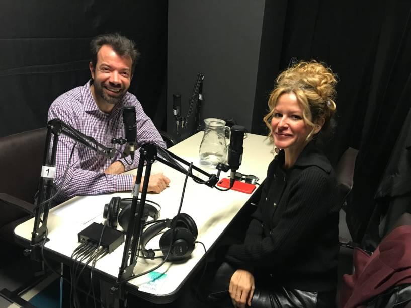 Raul Juste Lores e Carol Bueno na gravação do podcast SPSonha