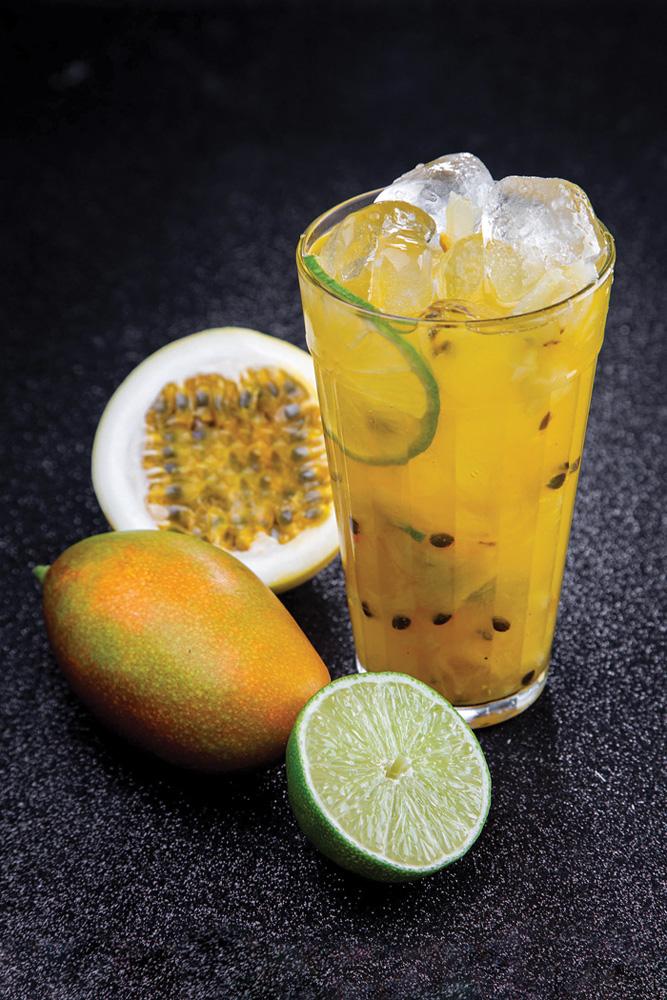 Caipirinha de maracujá: leva limão e cachaça